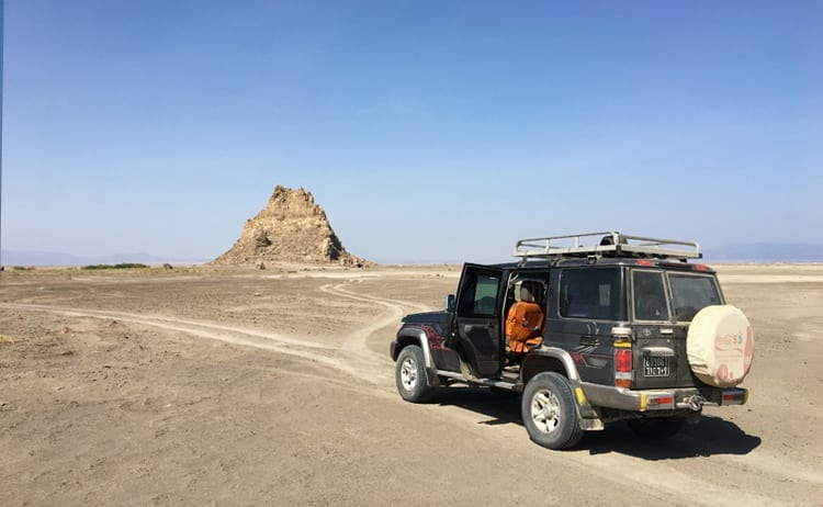 4x4 driving up to the chimneys of Lake Abbe in Djibuti