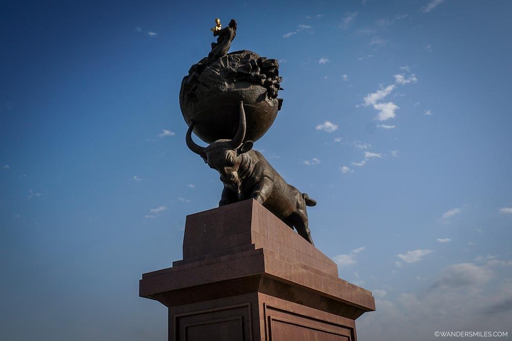 Monument Ruhy Tagzym - Ashgabat