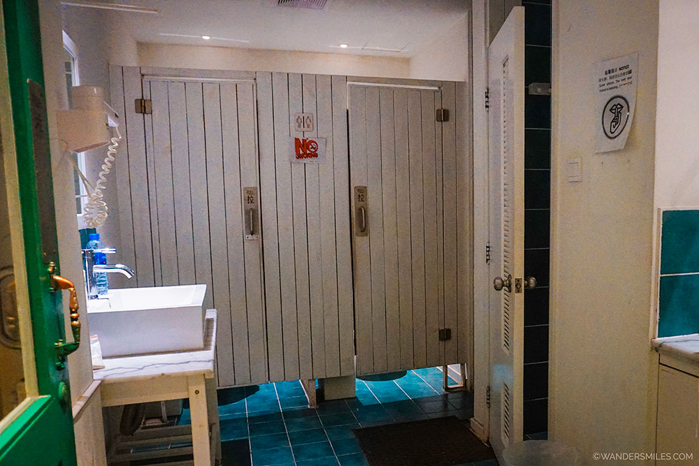 Shared bathroom at Peking Station Hostel in Beijing