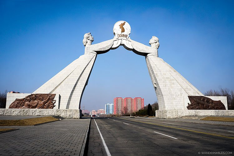 The Arch of Reunification (or Monument to the Three Charters for National Reunification) located at the southern entrance to Tongil Street in Pyongyang - Things to see in Pyongyang