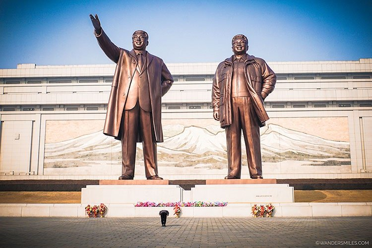 giant bronze monument to Kim Il-sung and Kim Jong-il on Mansu Hill, Pyongyang - Things to see in Pyongyang