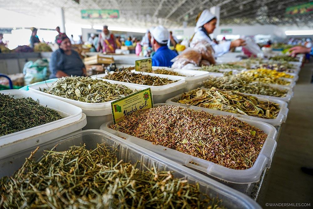 Spices at Tolkuchka-Basar by Ashgabat, Turkmenistan. © Wanders Miles