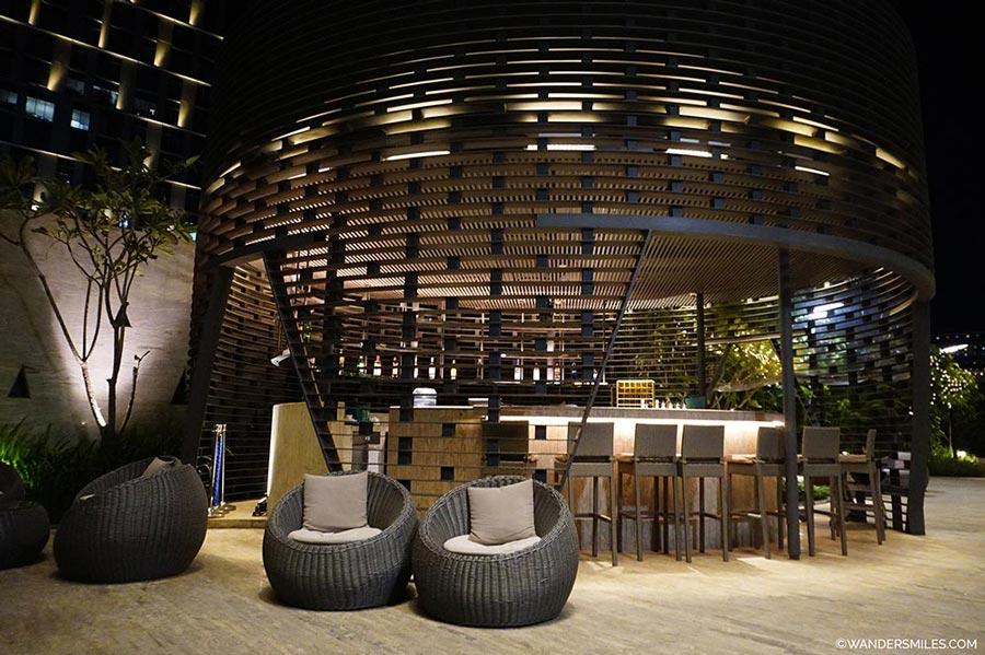 Pool bar Pan Pacific Hotel Yangon