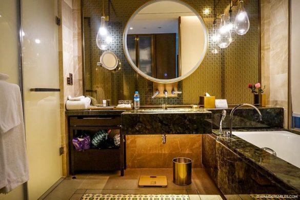 Pan Pacific Yangon - Bathroom of the Deluxe Twin Bedroom