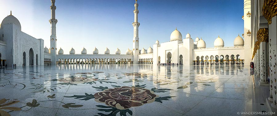 Central prayer area in the Sheikh Zayed Grand Mosque