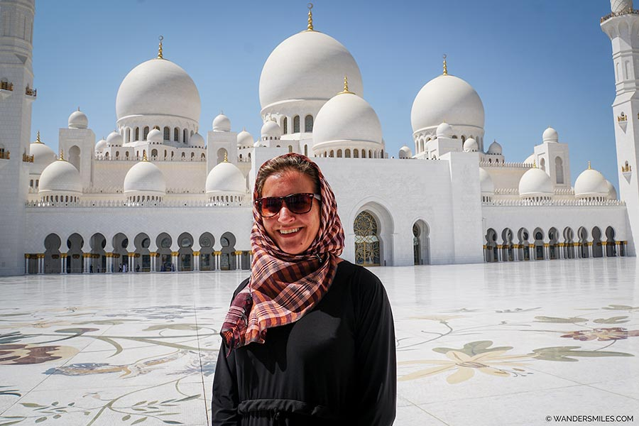 Vanessa from Wanders Miles visiting Sheikh Zayed Grand Mosque in Abu Dhabi