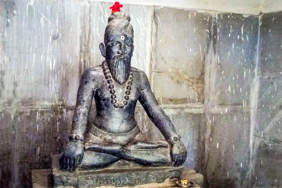 Sri Ramanand Swamiji meditating in Ramalingeshwara Cave Temple